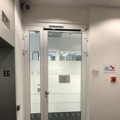 Brandschutztür mit Drehtürantrieb